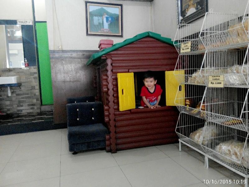 mainan rumah di dalam depot haji paino